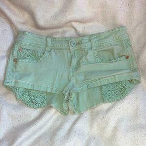 Pants - Mint green crochet pocket-show short shorts